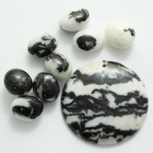 Кулон из черно белой яшмы