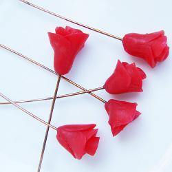 Штифт с красной розой