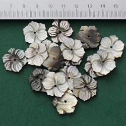 Цветок резной из перламутра 18 мм.