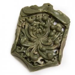Резной кулон из яшмы Хризантема
