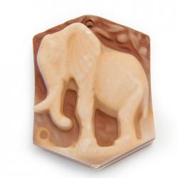 Резной кулон из авантюрина Слон